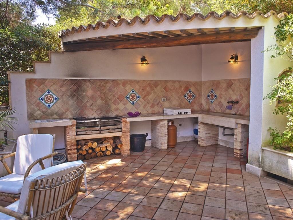 Villa a 50 metri dalla spiaggia di sabbia villa ippolita - Cucina muratura esterna ...