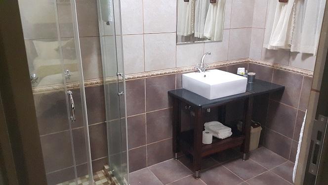 Slaapkamer 1 Badkamer - HomeRentalia